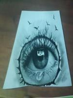 karakalem aglayan göz çizimim,çalışmam,karakalem göz çizimlerinde dikkat edilmesi gereken göz içindeki ışıklı alnaları doğru yerde bırakmak ve kağıdı kirletmemektir.Karakelmde göz üst kısmı daima koyu alt kısım ise orta tondadır.Kirpiklerde kömür kalemi
