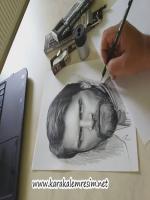 karakalem portrede çizim teknikleri,için en önemli malzemeler kullanılan kalem,kağıt ve masadadır.Karakalem portrede taslağı çıkarmak için farklı seçenekler vardır.En çok kullanılan yöntem karelere bölme tekniğidir.bu konuda bilgileri blogumda makalelerde