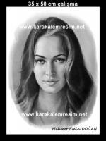 kuru fırça tekniğiyle yapılmış karakalem portre örneği,canlı çizim videosu ana sayfada mevcut.internetten hediye amaçlı sipariş vermek,en iyi kara kalem örnekleri olan web siteler,ressamların malzemeleri